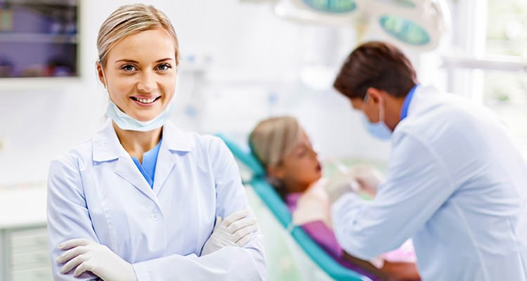 Career Advantages of Being a Dental Assistant