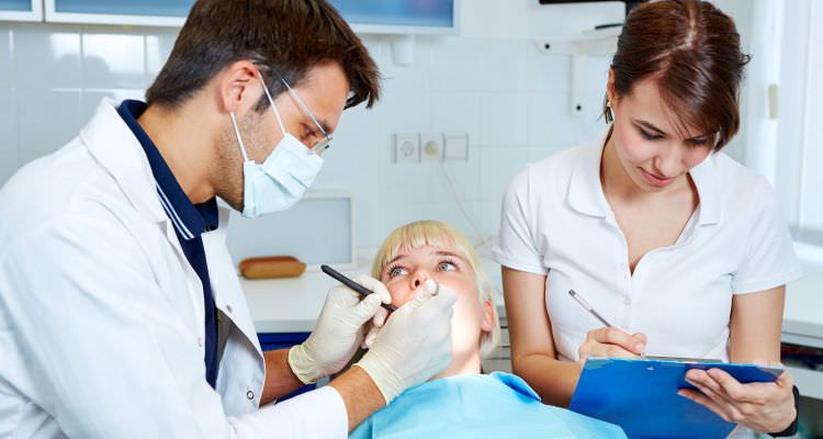 Dental-Assistant-Job