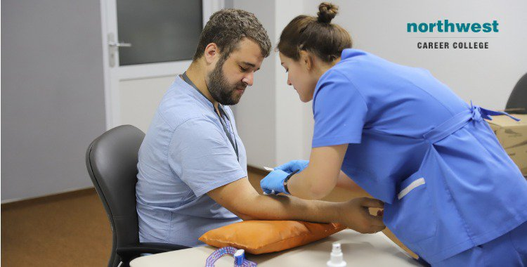 Phlebotomist pushing patient an injection